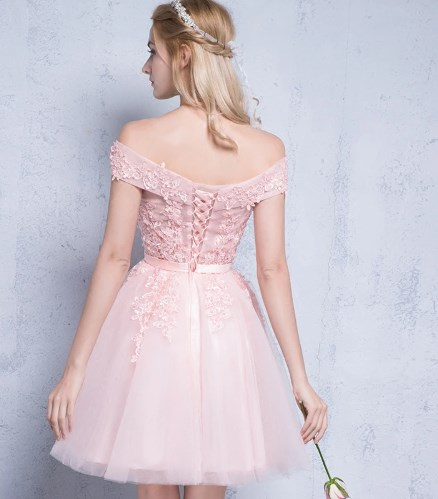 Elegant Short Lace Work Prom Dress 2