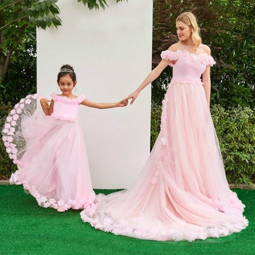 Elegant Wedding Outfit For Mother and Daughter 1