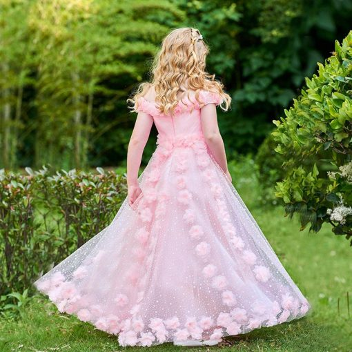 Elegant Wedding Outfit For Mother and Daughter 4