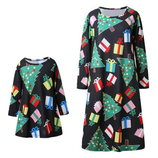 rending Mom Daughter Christmas Dress